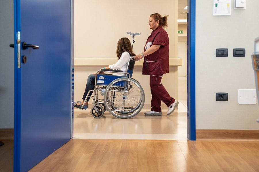 """Il """"dietro le quinte"""" del servizio trasporto degenti che Rekeep svolge in tanti ospedali in tutta Italia"""